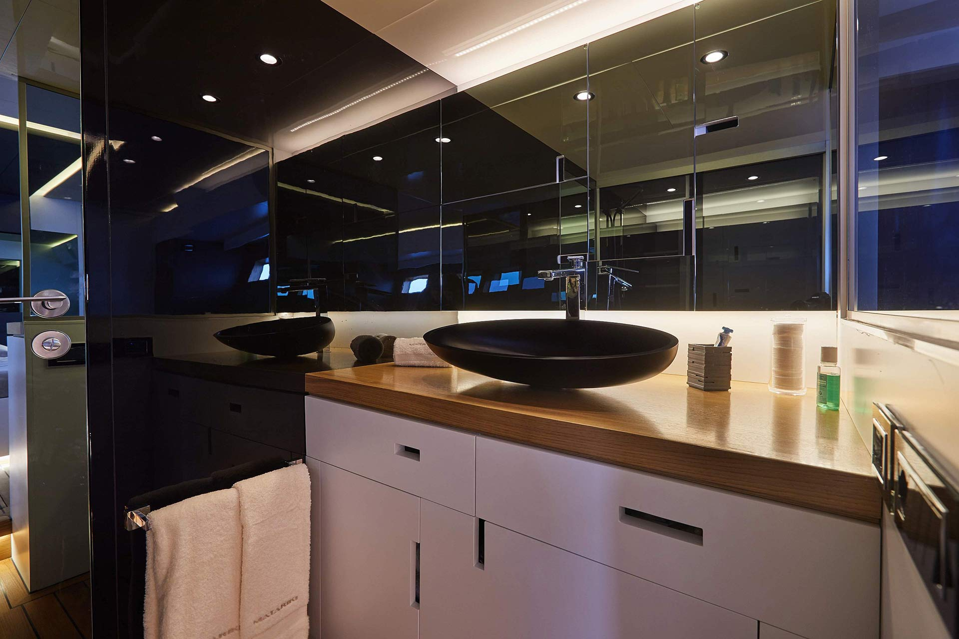 Matariki-Motor-Yacht-for-sale-gallery-18.jpg