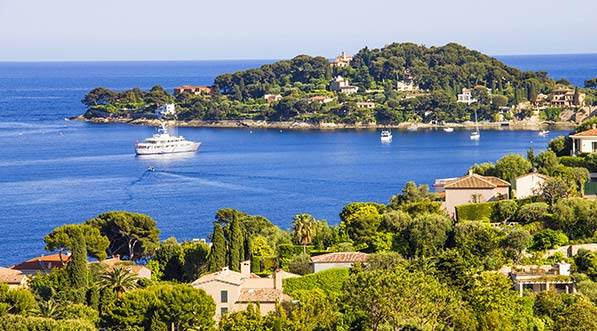 yacht-charter-itinerary-west-mediterranean-french-riveria-saint-jean-cap-ferrat-bay