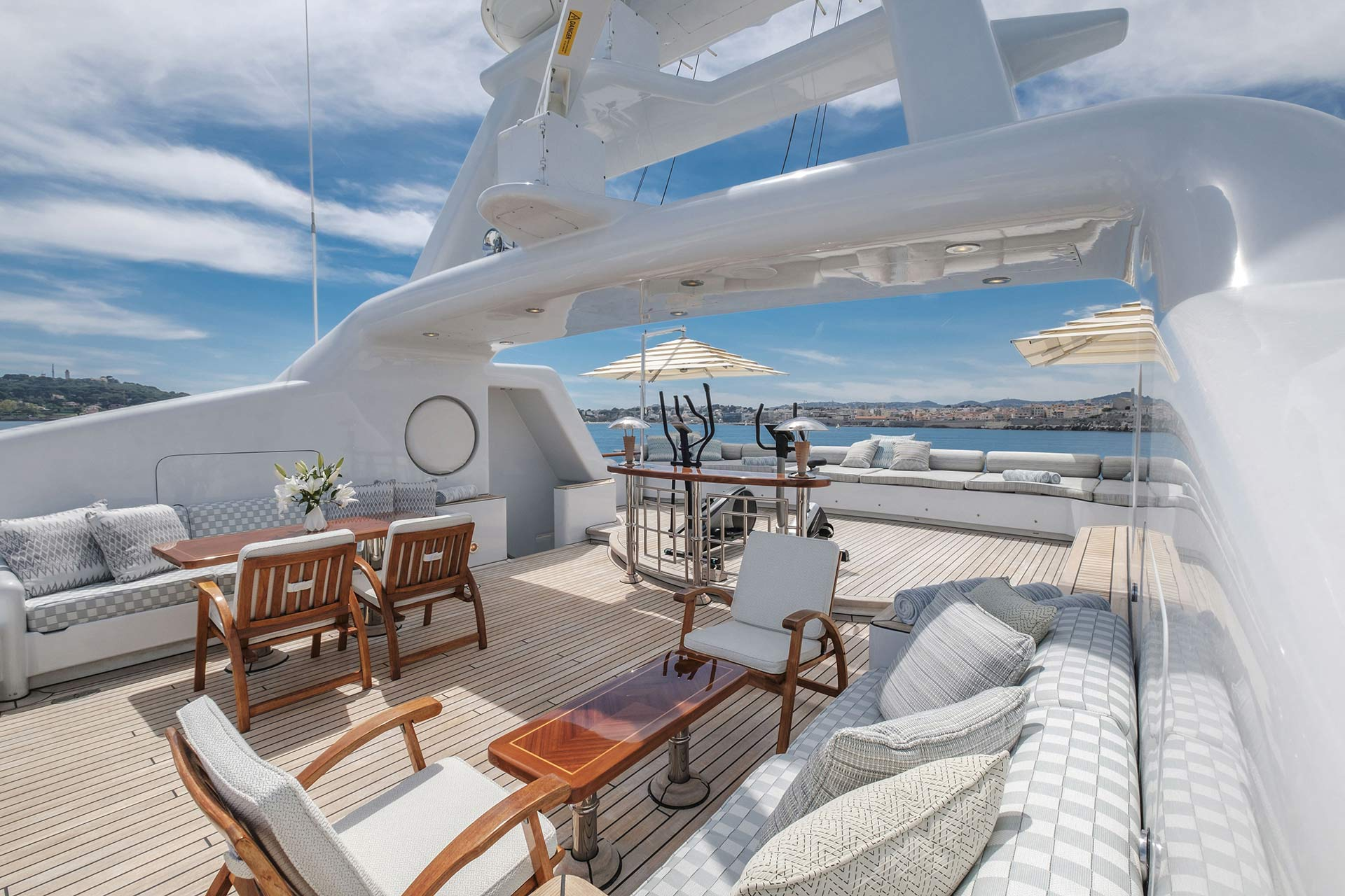 Mosaique-Motor-Yacht-for-charter-gallery-04.jpg