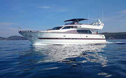charter a sailing or motor luxury yacht csimbi thumbnail